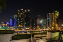 Ciudad de Doha, Qatar en la noche Fotografía de archivo libre de regalías