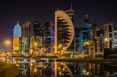 Ciudad de Doha, Qatar en la noche Imagen de archivo