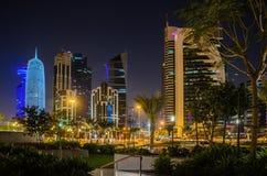 Ciudad de Doha, Qatar en la noche Imagenes de archivo