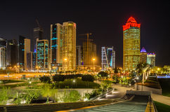 Ciudad de Doha, Qatar en la noche Fotos de archivo