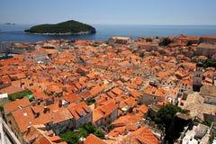 Ciudad de Dubrovnik e isla de Lokrum Fotografía de archivo libre de regalías