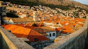 Ciudad de Dubrovnik: Viejo town& x27; paredes de s fotografía de archivo