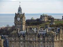 Ciudad de Edimburgo, Escocia, con el Mar del Norte en el fondo Foto de archivo