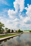 Ciudad de Ekaterimburgo del terraplén el 5 de junio de 2013 Imágenes de archivo libres de regalías