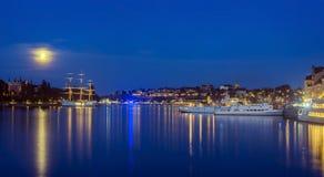 Ciudad de Estocolmo en la oscuridad Fotos de archivo libres de regalías