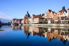 Ciudad de Gdansk y río viejos de Motlawa Foto de archivo libre de regalías