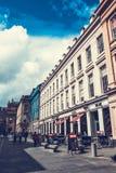 Ciudad de Glasgow, calles con la gente y turistas que caminan, 01 08 2017 Imagenes de archivo