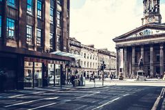 Ciudad de Glasgow, calles con la gente y turistas que caminan, 01 08 2017 Fotografía de archivo