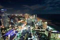 Ciudad de Gold Coast en la noche Fotos de archivo