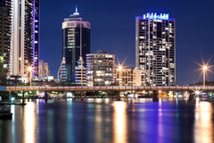 Ciudad de Gold Coast en la noche Foto de archivo libre de regalías