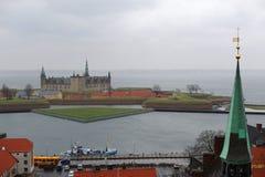 Ciudad de Helsingor y castillo de Kronborg, Dinamarca imágenes de archivo libres de regalías