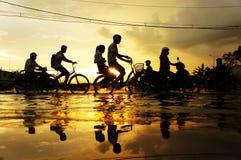 Ciudad de Ho Chi Minh, marea de inundación, puesta del sol fotos de archivo