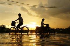 Ciudad de Ho Chi Minh, marea de inundación, puesta del sol imagen de archivo libre de regalías