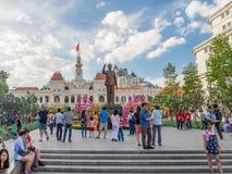 Ciudad de Ho Chi Minh, Saigon, Vietnam del sur: [Ayuntamiento de Ho Chi Minh durante celebraciones del Año Nuevo de Cinese, decor Imágenes de archivo libres de regalías