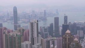 Ciudad de Hong Kong, China - mayo de 2019: Opini?n de la ciudad del panorama del pico de Victoria Edificio y rascacielos del nego almacen de metraje de vídeo