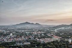 Ciudad de Hua Hin en la puesta del sol foto de archivo