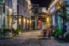 Ciudad de Huangshan Tunxi, China - circa septiembre de 2015: Calles de la ciudad vieja Huangshan por noche Imagen de archivo libre de regalías