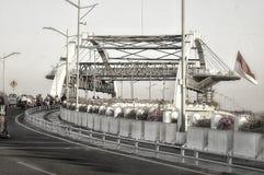 Ciudad de Jembatan de héroes y de x28; indonesia& x29 de Surabaya; fotografía de archivo