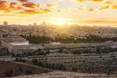 Ciudad de Jerusalén por puesta del sol fotografía de archivo libre de regalías