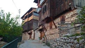 Ciudad de Kemaliye de Erzincan con las casas de madera tradicionales y las pequeñas tiendas locales, Erzincan, Turquía almacen de video