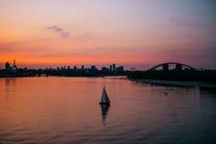 Ciudad de Kiev en la puesta del sol fotografía de archivo