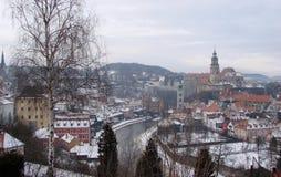 Ciudad de Krumlov Paisajes de la República Checa de la naturaleza checa del invierno y de un panorama de la ciudad checa medieval Imagenes de archivo