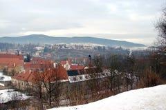 Ciudad de Krumlov Paisajes de la República Checa de la naturaleza checa del invierno y de un panorama de la ciudad checa medieval Fotografía de archivo