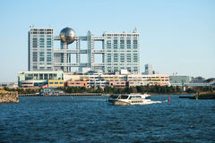 Ciudad de la aguamarina y edificio de la televisión de Fuji, Odaiba, Tokio Foto de archivo