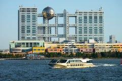 Ciudad de la aguamarina y edificio de la televisión de Fuji, Odaiba, Tokio Imagenes de archivo