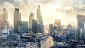 Ciudad de la aria de Londres, del negocio y de las actividades bancarias por la mañana Visión desde la catedral de San Pablo almacen de video