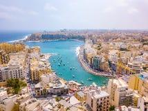 Ciudad de la bahía, del St Julians y de Sliema de Spinola en Malta fotografía de archivo libre de regalías
