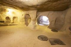Ciudad de la cueva de Derinkuyu en Cappadocia Imágenes de archivo libres de regalías