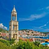 Ciudad de la isla de la costa de Hvar Imagenes de archivo