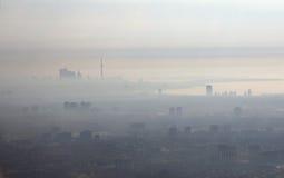 Ciudad de la niebla con humo Imágenes de archivo libres de regalías
