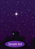 Ciudad de la noche, cielo azul marino y una estrella grande Imagen de archivo libre de regalías