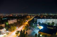 Ciudad de la noche, luces eléctricas Chisinau, el Moldavia foto de archivo libre de regalías