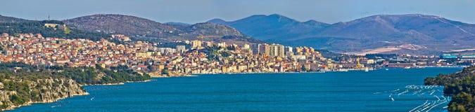 Ciudad de la opinión panorámica de Sibenik Fotos de archivo