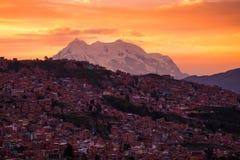 Ciudad de La Paz en la salida del sol fotos de archivo