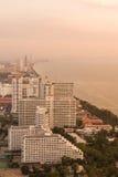 Ciudad de la playa cuando puesta del sol Fotografía de archivo