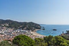 Ciudad de la playa de Tossa de Mar en Costa Brava en Cataluña, España, a Fotos de archivo libres de regalías