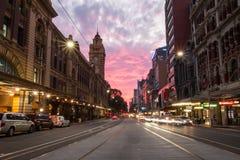Ciudad de la puesta del sol de la calle del Flinders Imagen de archivo libre de regalías