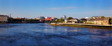Ciudad de la quintilla y río de Shannon Foto de archivo libre de regalías