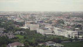 Ciudad de la visión superior la alta avenida urbana de la ciudad de la puesta del sol de los distritos con los caminos ocupados e almacen de metraje de vídeo