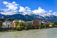 Ciudad de Lanscape Innsbruck en el río Foto de archivo