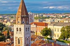 Ciudad de las señales de Zadar y de la opinión del paisaje urbano Fotos de archivo