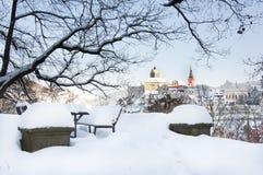Ciudad de Loket en el invierno, República Checa con la opinión del castillo Foto de archivo libre de regalías