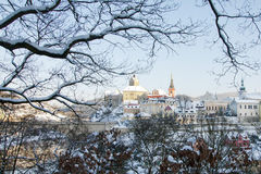 Ciudad de Loket en el invierno, República Checa con la opinión del castillo Imagen de archivo libre de regalías