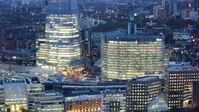 Ciudad de Londres, del río Támesis y del casco en la puesta del sol almacen de video