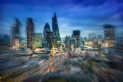 Ciudad de Londres en la noche, efecto dinámico Imágenes de archivo libres de regalías