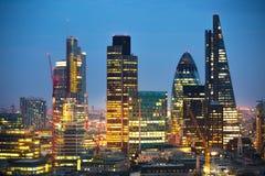 Ciudad de Londres en la puesta del sol Ciudad famosa de los rascacielos del negocio de Londres y de la opinión de la aria de las  Foto de archivo